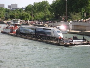 350px-TGV-V150-recordbreaker-on-Seine (1)